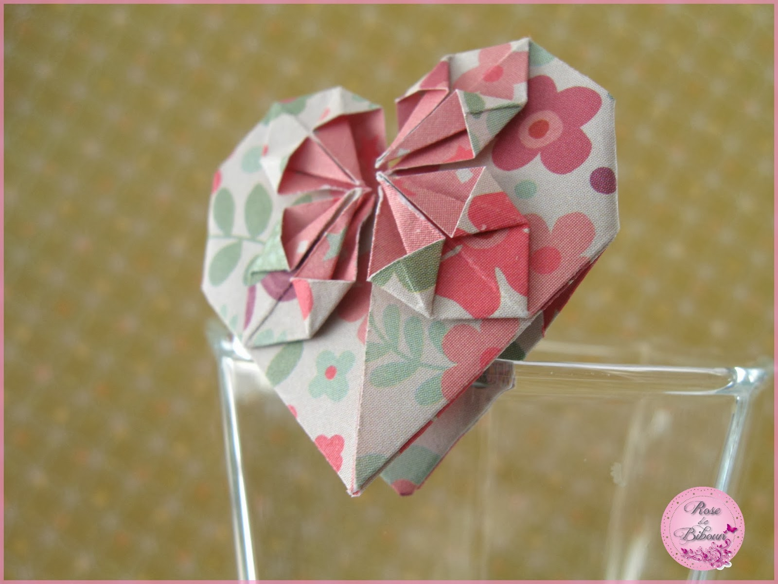 rose de biboun diy le coeur en origami un pliage pour la st valentin mais pas seulement. Black Bedroom Furniture Sets. Home Design Ideas