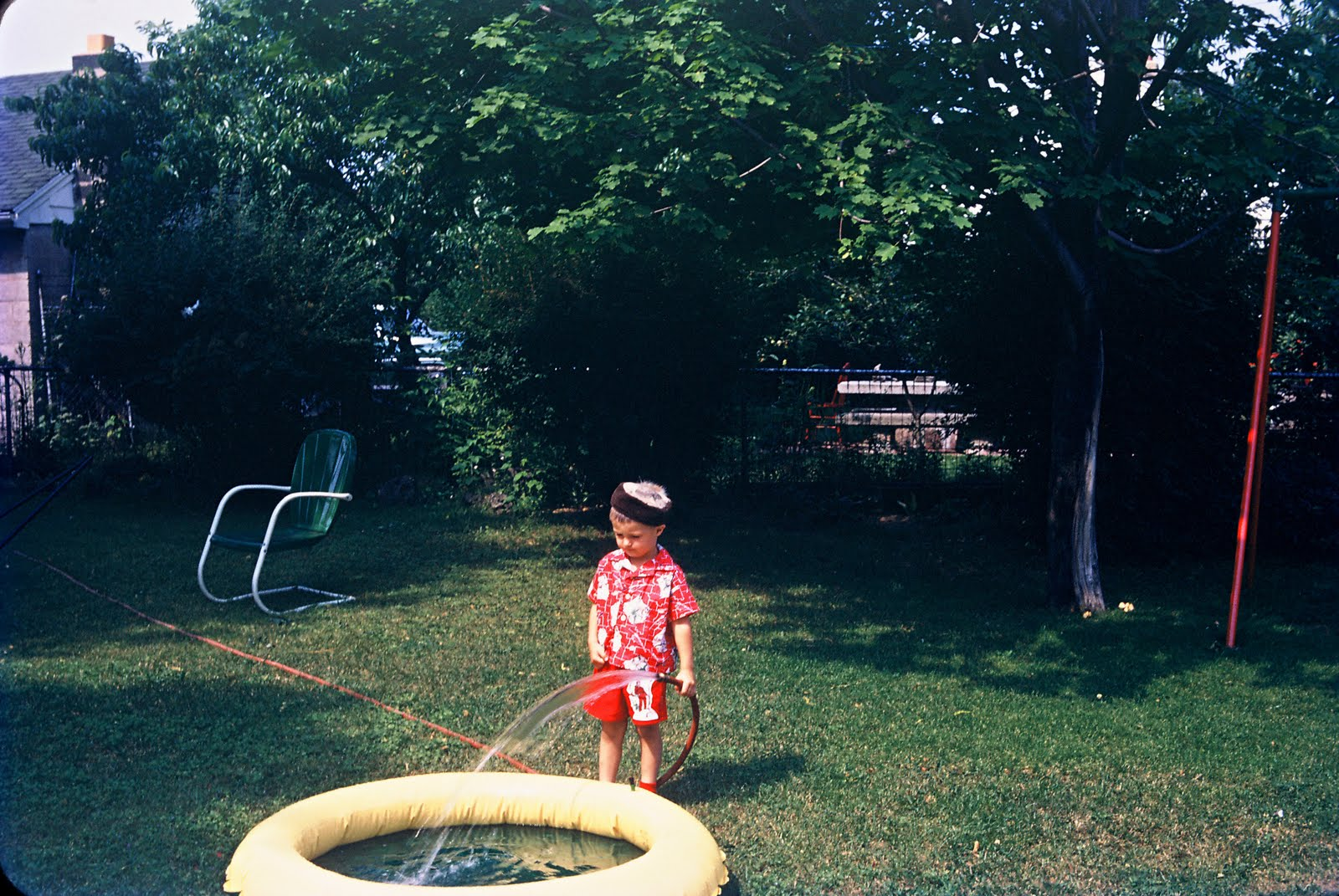 http://4.bp.blogspot.com/-T52lk8dtoiQ/TcnpDu6ZG8I/AAAAAAAAD0Q/m7F6D0khjWY/s1600/Backyard+Pool.jpg