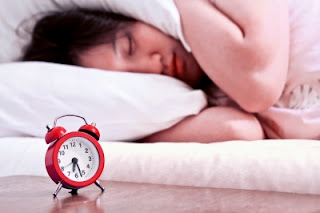 Manfaat Luar Biasa Tidur Tanpa Bantal Bagi Kesehatan