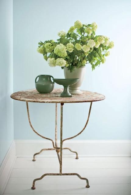 velador mesa cochinera de forja oxidada en blanco