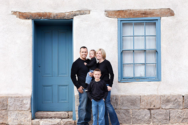 Portrait of young Tucson family with beautiful architecture background