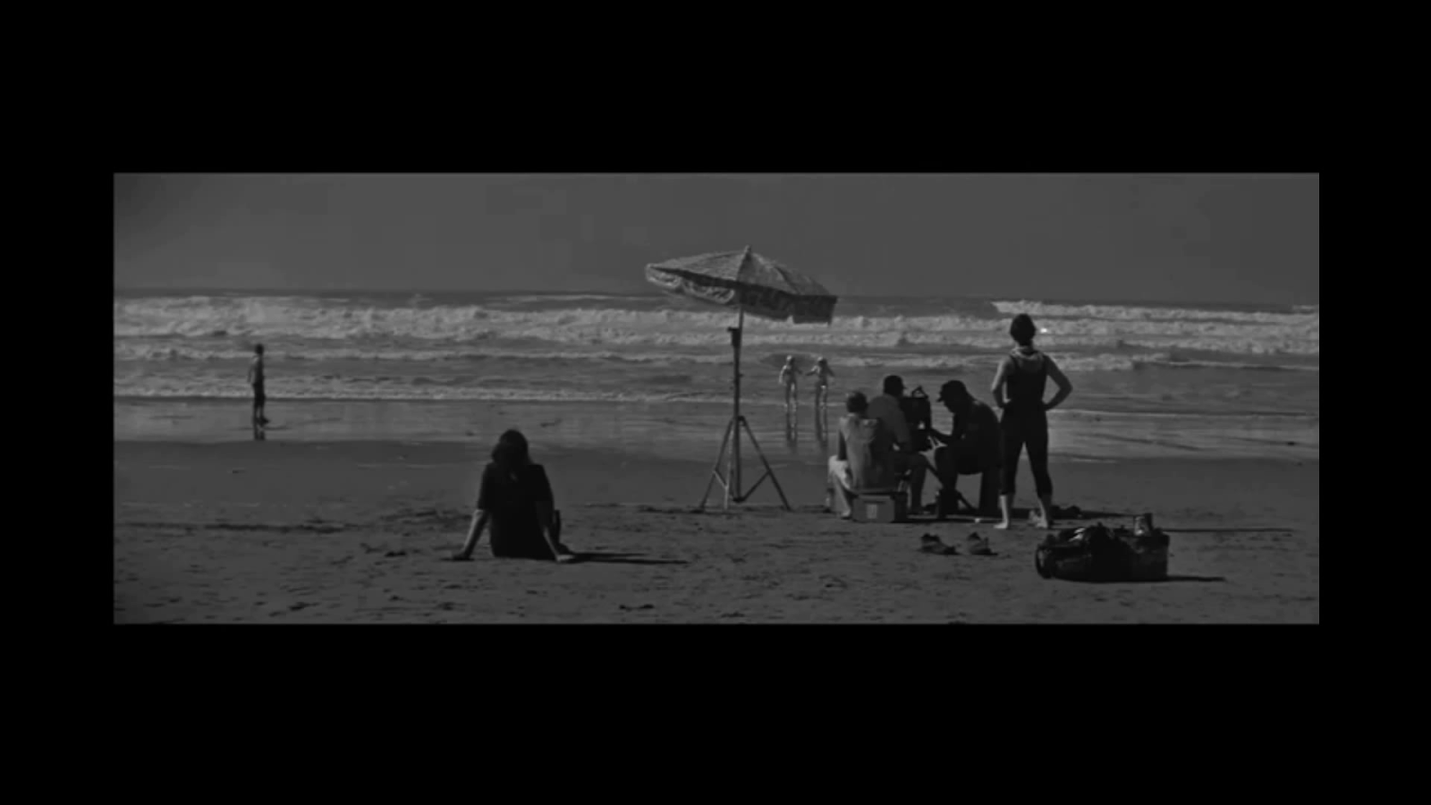 a distant episode Shot on the otherworldly beaches of morocco in silvery 16mm scope, the film transforms behind-the-scenes footage (of shezad dawood's production of 'towards the possible film' commissioned by film and video umbrella) into a dreamy film fragment depicting sci-fi incursions into a mythic landscape.