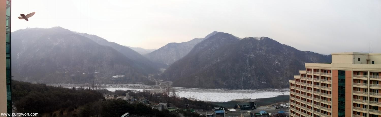 Vistas del paisaje nevado desde el resort Daemyung de Danyang
