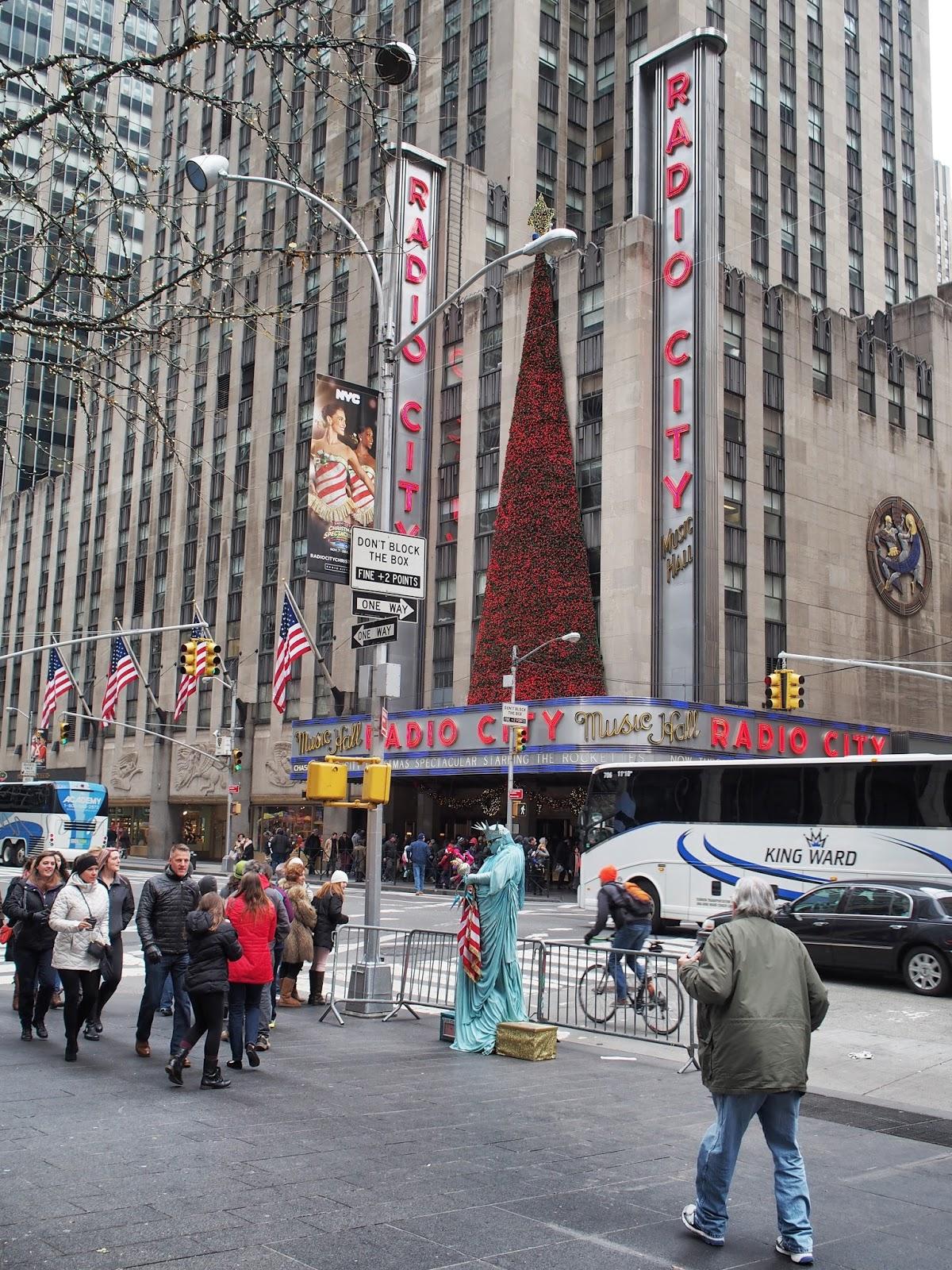 APhotoOpportunityIfEverThereWasOne #statueofliberty  #radiocity #holidays #besttimeoftheyear #nyc ©2014 Nancy Lundebjerg