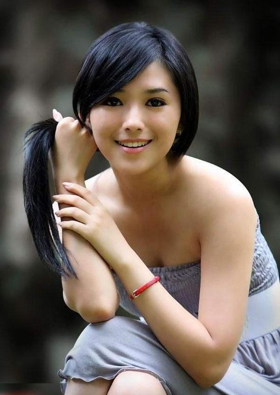 Foto Model : Cantik dan Seksi Rini Lovelyluna