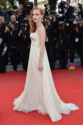 Jessica Chastain in a gold embroidered Giorgio Armani dress in silk ivory featuring drape bodice and plissé skirt