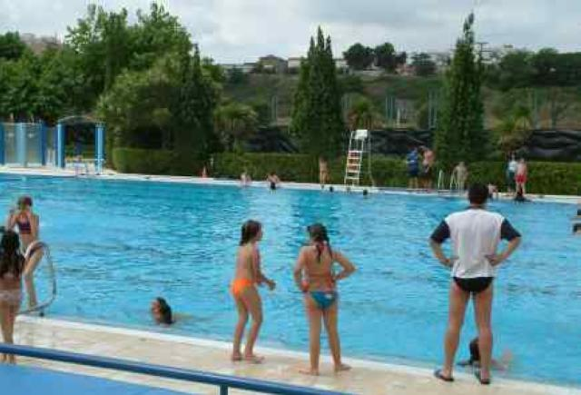 A fons valles ripollet obre gratu tament la piscina for Piscina cerdanyola