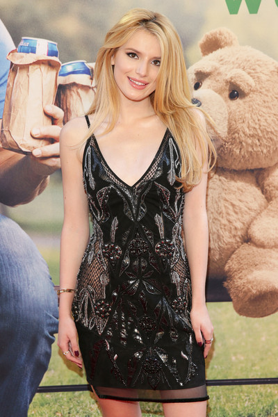 Bella Thorne Long Straight Cut Hairstyle Picture