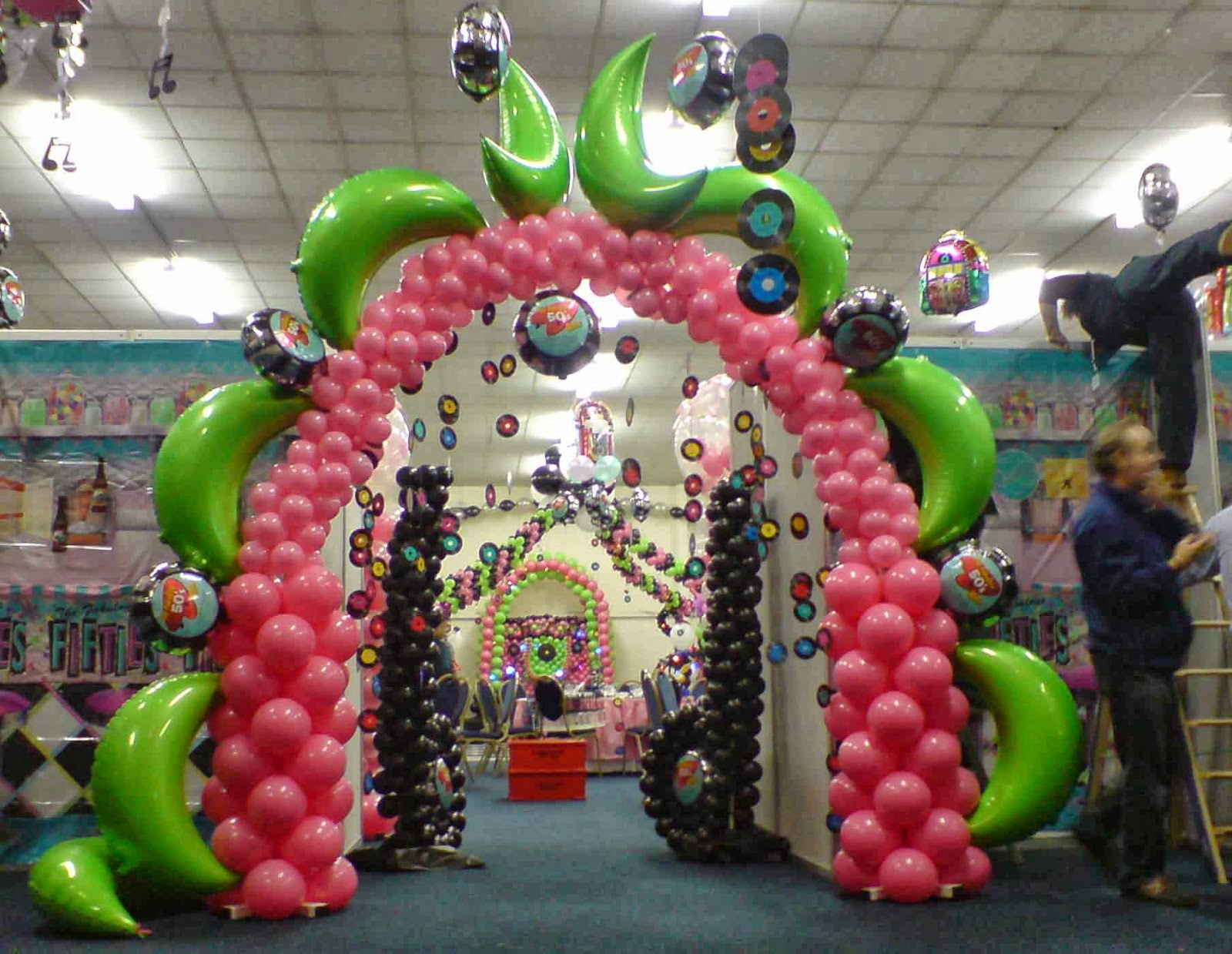 Balloon sculpting singapore balloon decorations singapore for Balloon decoration for parties