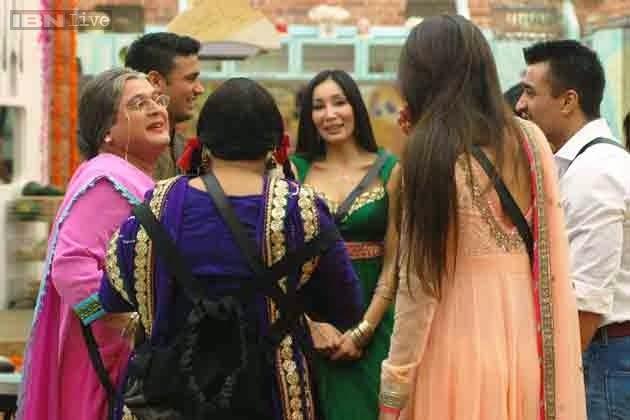 Dadi and Palak interacting with Bigg Boss contestants