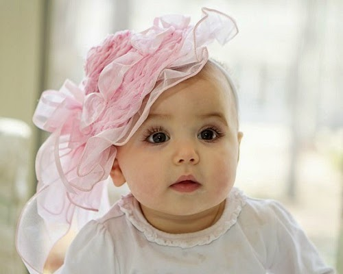 Jolie bébé fille photo mignonne avec des beaux yeux