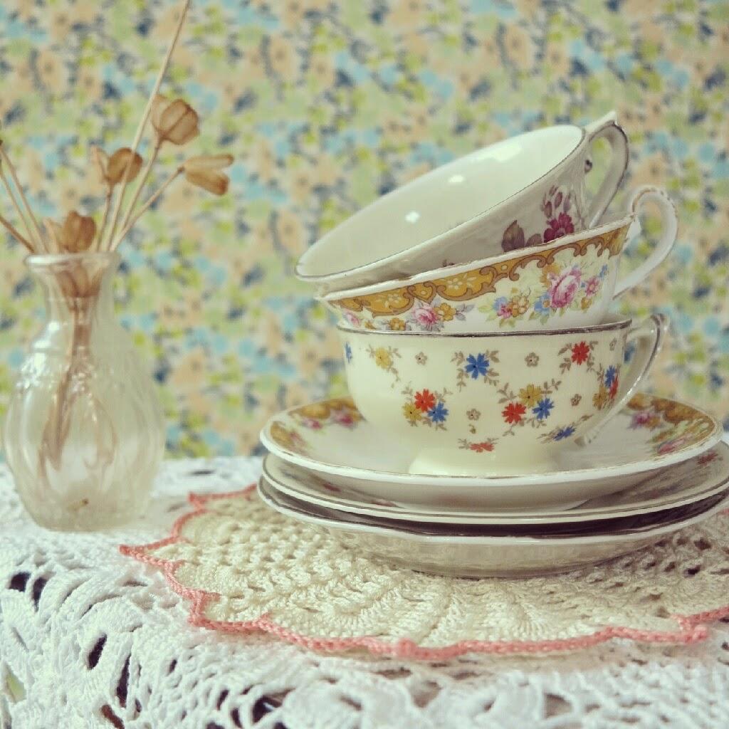 byHaafner, vintage teacups, doilies, crochet