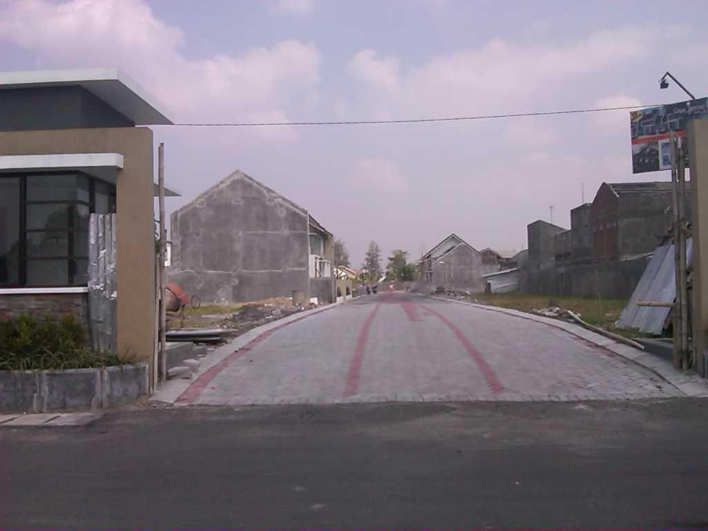 Jalan Paving Utama lebar 7 meter