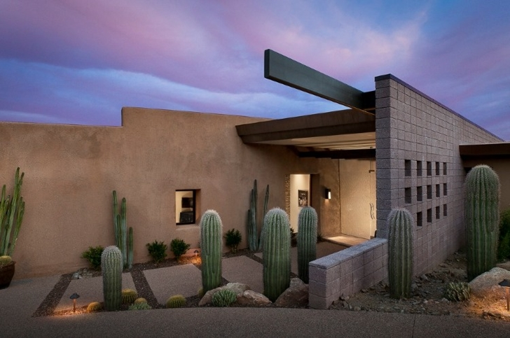 Exterior facade of Modern desert home by Tate Studio