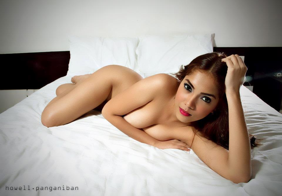 janarah fox naked in the bed 1