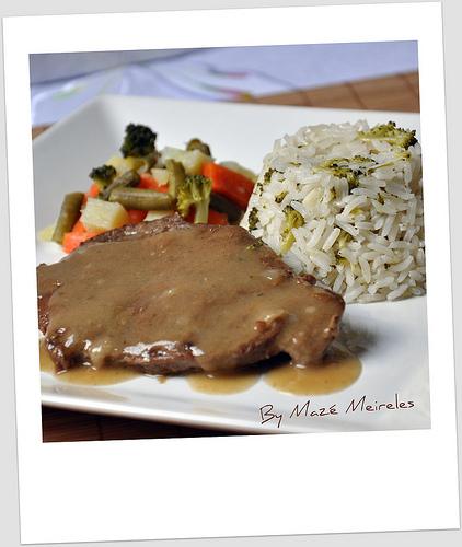 Carne com legumes e arroz