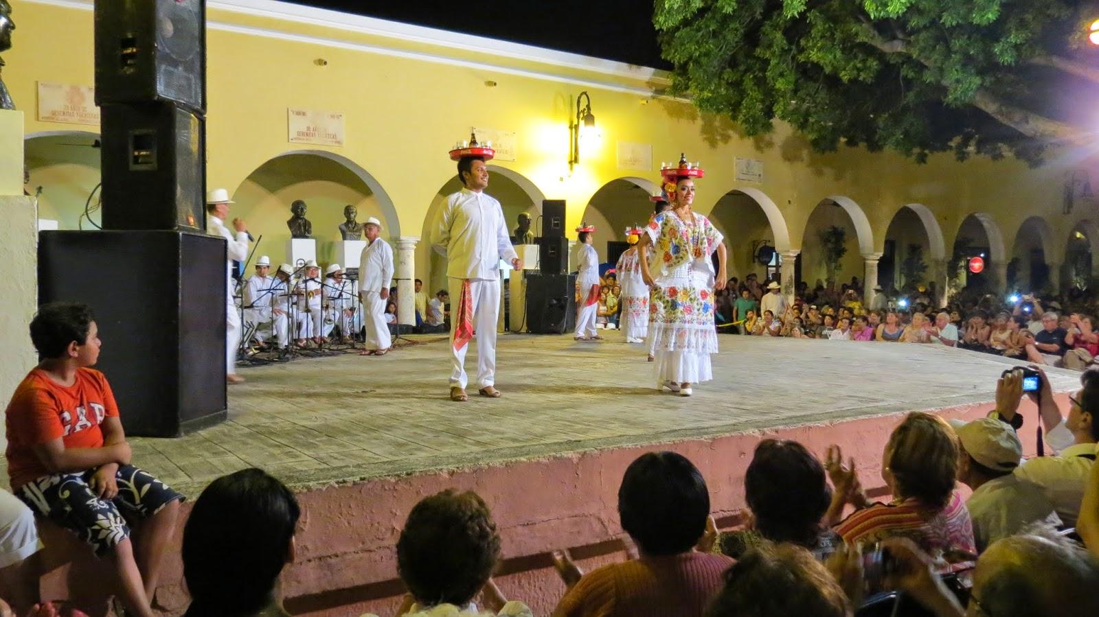 Resultado de imagen para Serenata y Baile Yucateco parque santa lucia
