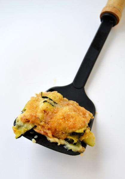 parmigiana di zucchine, scamorza affumicata e peperoncino