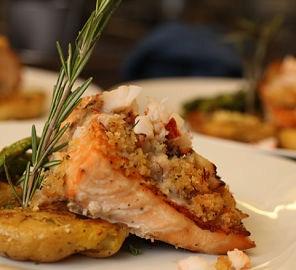 """<img src=""""recetas-de-salmón.jpg"""" alt=""""el salmón es una comida rica en proteínas de origen animal"""">"""