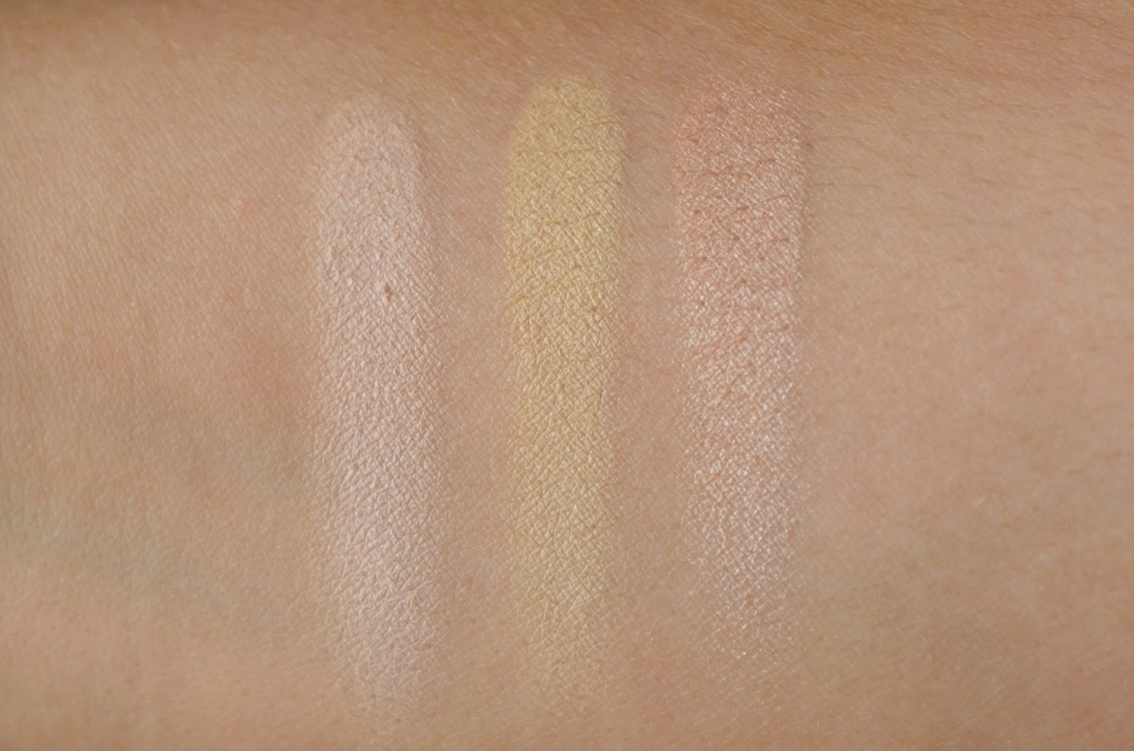 Anastasia Beverly Hills Contour Kit UK swatches vanilla banana sand