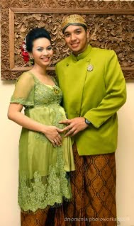 Foto Model Baju Kebaya Hamil