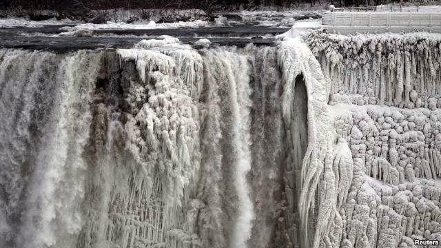 Polar Vortex membekukan air terjun Niagara