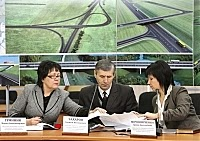 Ирина Мирошниченко (справа крайняя)