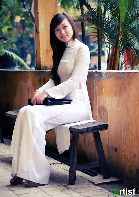 Nữ sinh với áo dài mỏng nhìn rõ đồ lót 18