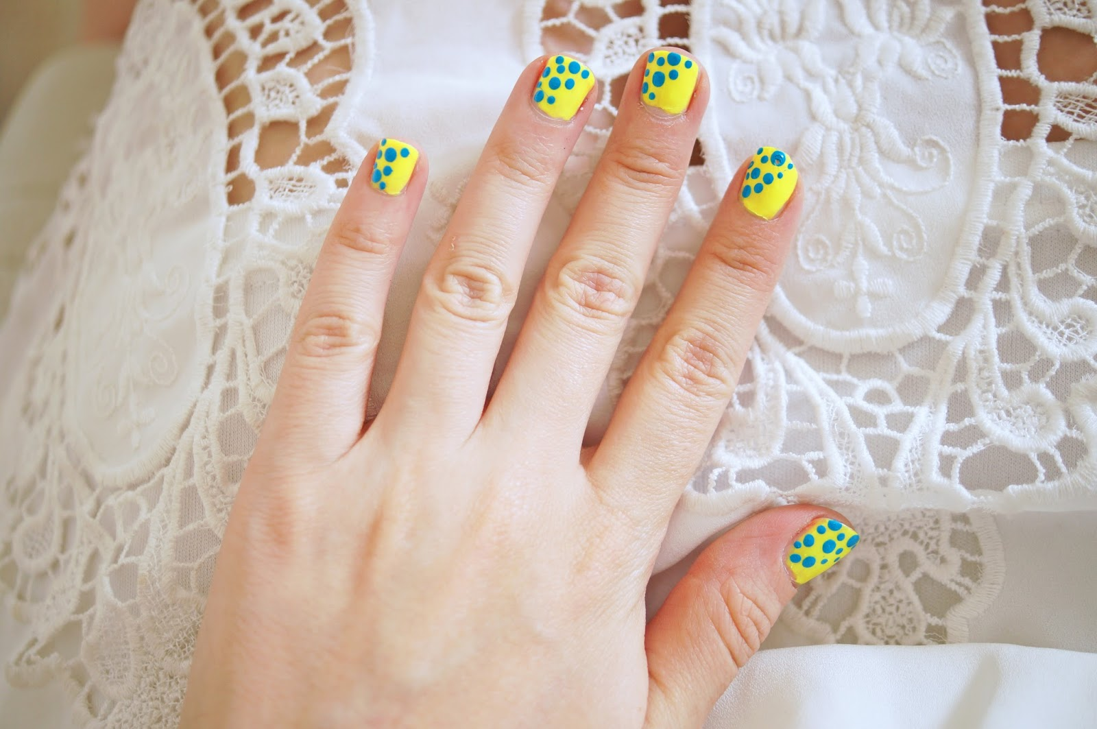 Loving this mani for Summer! Click through for step by step tutorial.