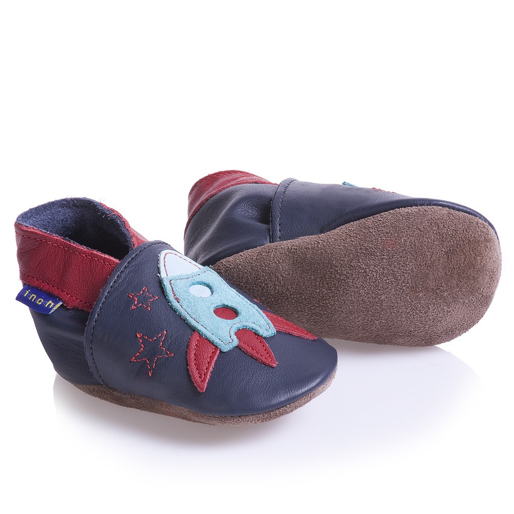 kids shoes Designer Kids Shoes, Sneakers, and Boots for Girls and Boys. Whether your child loves pretty flats or prefers footwear destined for the great outdoors, designer kids' shoes keep your son or daughter one step ahead of the crowd.