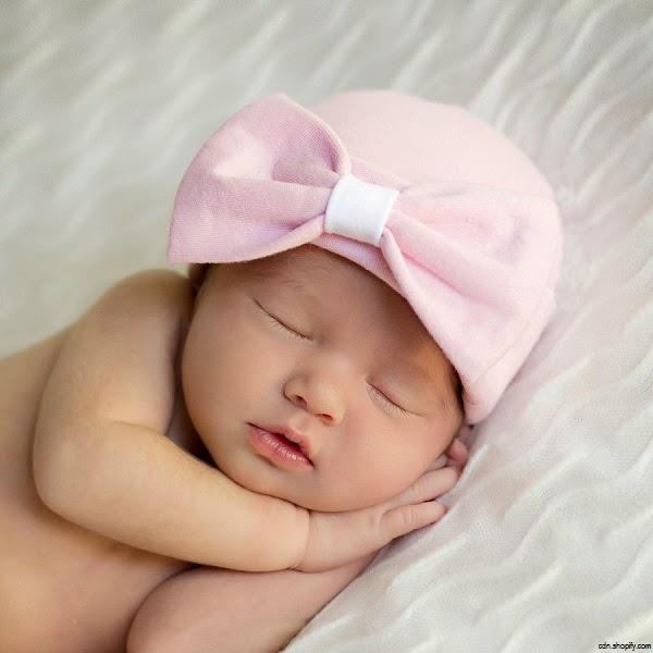Image magnifique de bébé fille naissance