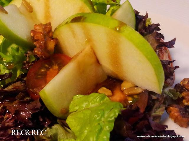 ensalada con manzana y pechuga de pollo