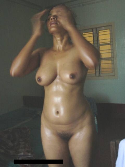 Nude mallu aunty bathing