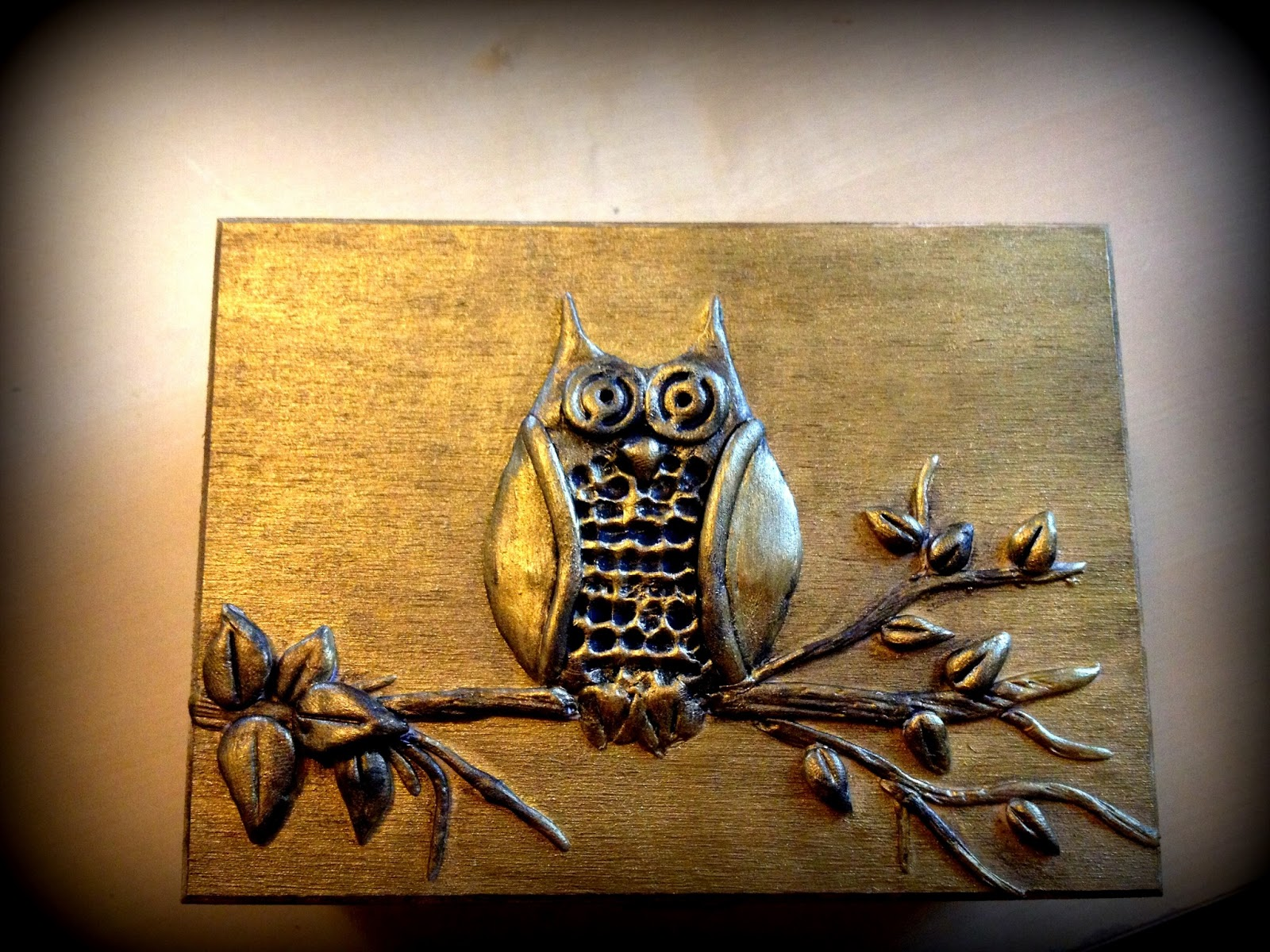 Artist who blogs jewelry box a mural of an owl for Mural jewellery