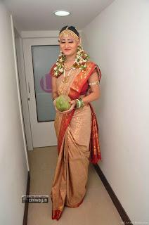 Actress-Nilofer-Stills-in-Saree-Bridal-Look