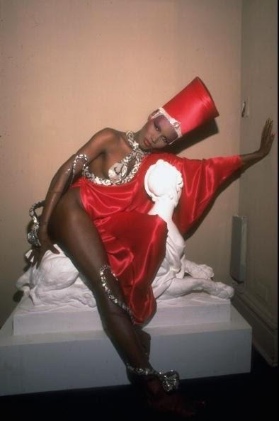 Imagenes cinéfilas - Página 5 Grace_Jones_as_Cleopatra_Studio_54_1977_2