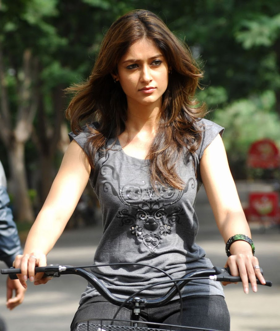 ILeana Hot Wallpapers from Nenu Naa Rakshasi