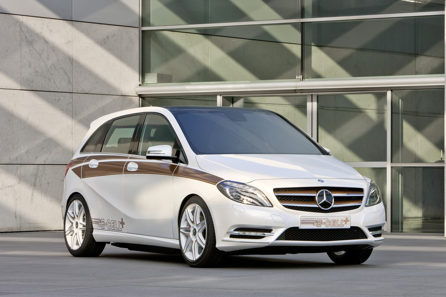Sport car garage mercedes benz b class 2014 for Garage class auto