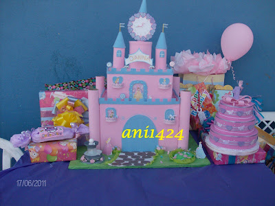 Castillo de princesas hecho con cajas.