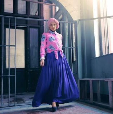 Baju Atasan Muslim Print dengan Rok Maxi Polos
