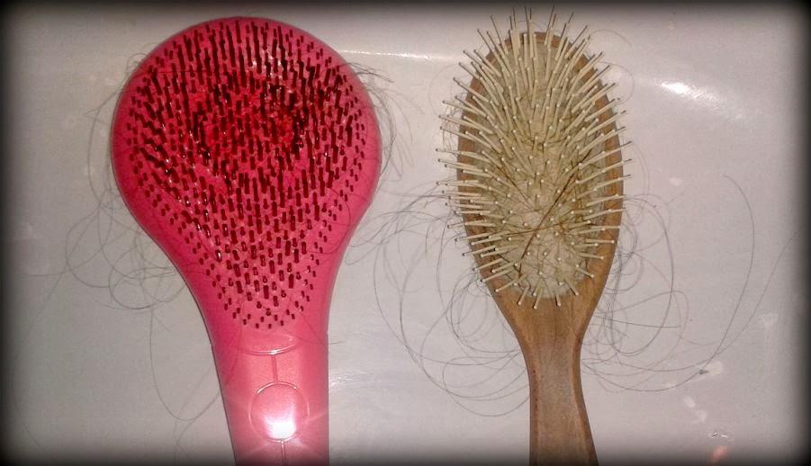 test effettuato su capelli umidi appena lavati questa la differenza dei capelli che rimangono sulla spazzola miracolosa e una spazzola normale