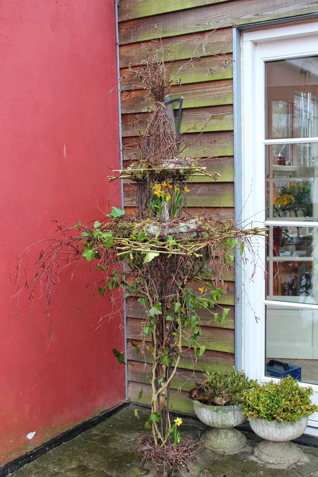 Anettesflora: en trearmet stage bliver til påske etage dekoration ...