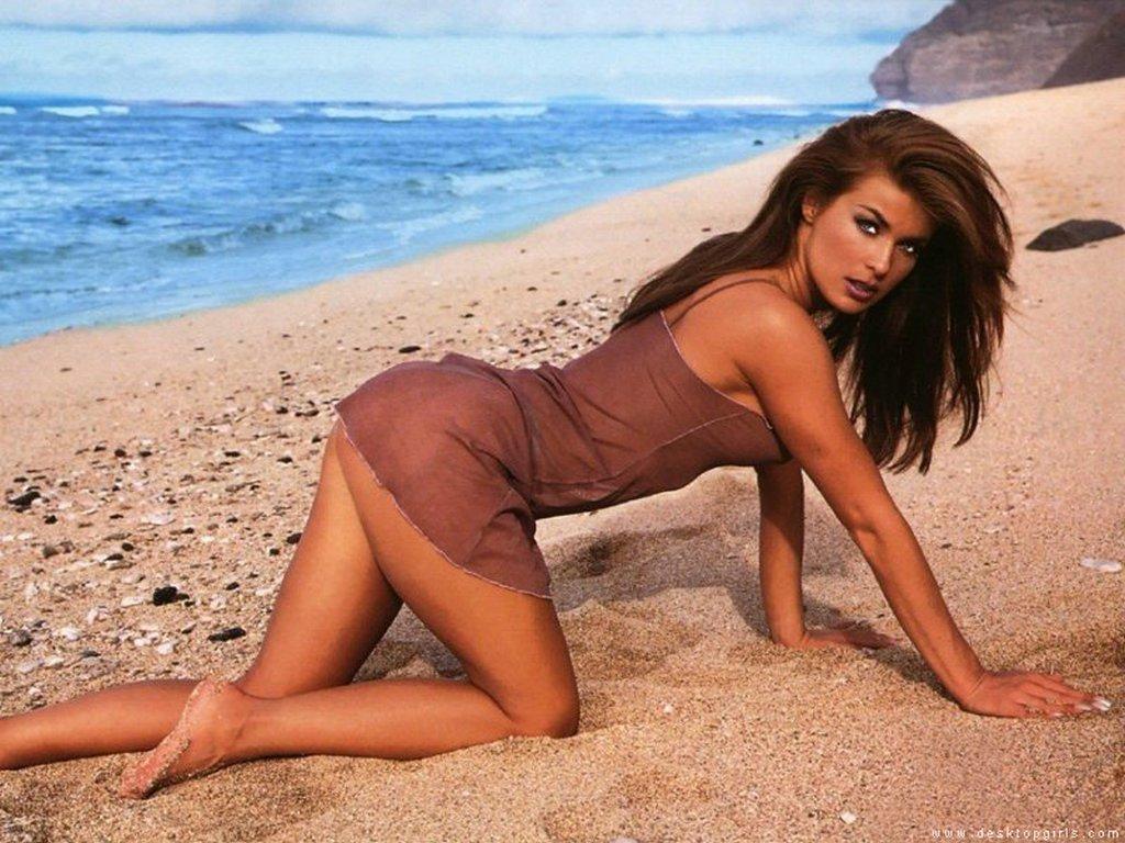 http://4.bp.blogspot.com/-TB0eeiU_r58/T1YwmMcHDeI/AAAAAAAAAIA/RZsHnvjy2vc/s1600/carmen-electra-beach-photo-48911.jpg