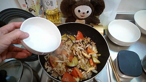 ナスとトマトが入った豚しょうが焼きの作り方(3)