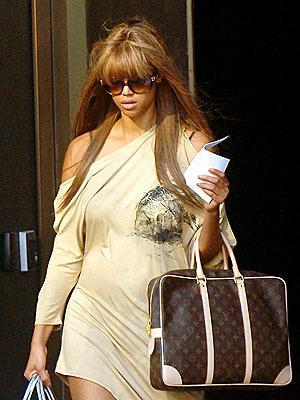 Buy Louis Vuitton Handbags UK Online Shopping Outlet Store USA - 300 x 400  26kb  jpg