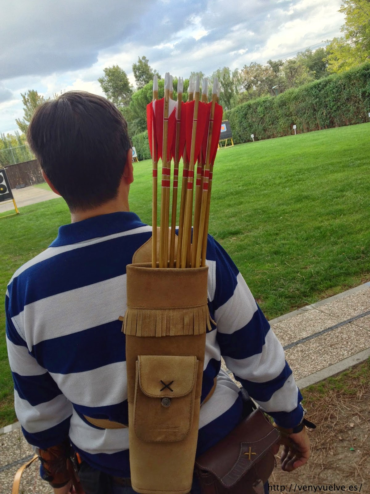 cómo se hacen las flechas de madera para el tiro con arco tradicional