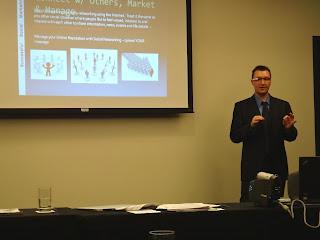 Robert Dotcom Jackson instructing Online Marketing, SEO & Social Networking classes