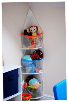 photo-ideas-como-guardar-almacenar-balones-pelotas-juguetes-habitacion-niños