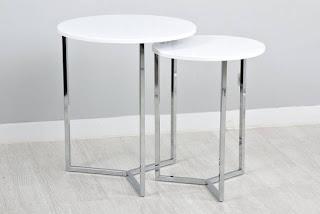 Conjunto de mesas redondas metalicas