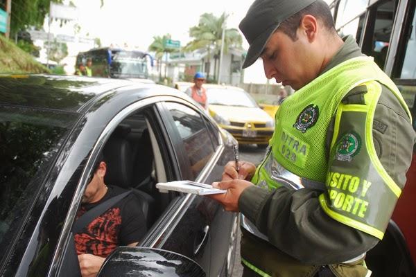 derechos-agente-policía-transito
